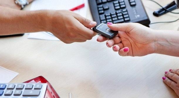 можно ли переоформить машину в кредите либо вернуть её